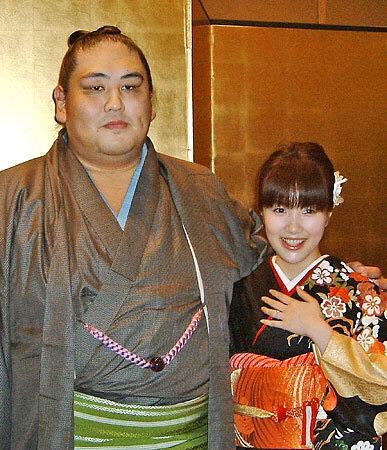 二子山親方(元・大関雅山)の美人妻は竹内侑加さん