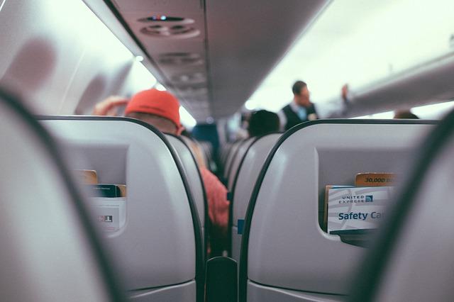エコノミークラスでも長時間フライトを快適に過ごす方法とは?