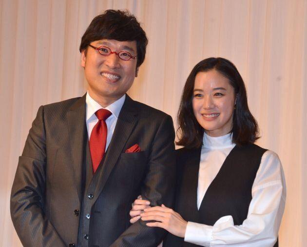 両親も肩を抱いて喜んでくれた蒼井優さんと山里亮太さん結婚報告