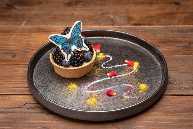 アゲハ蝶の漆黒タルト