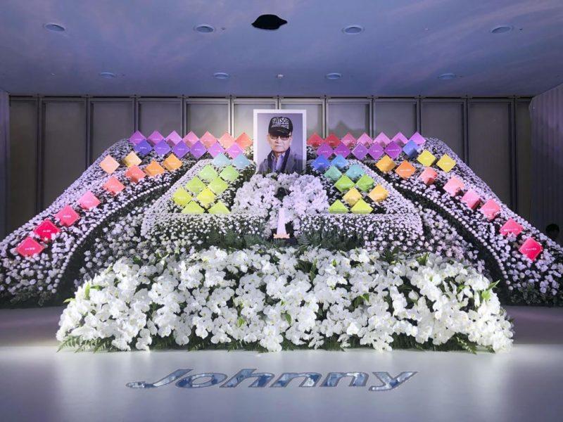 ジャニー喜多川の葬儀では祭壇にSMAPのプレート