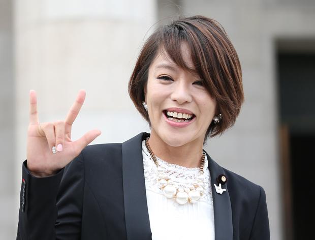 今井絵理子の政務官や参院議員としての「人気」