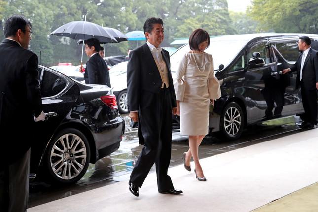 安倍昭恵夫人「即位礼正殿の儀」でのファッションが奇抜